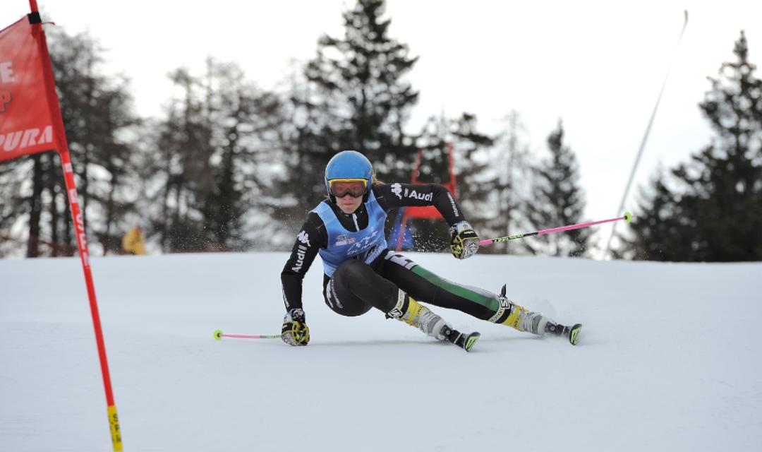 Foto di una sciatrice della Skirace Cup
